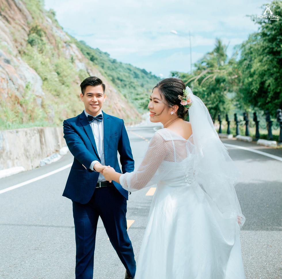 Giới trẻ ùn ùn kéo đến Đà Nẵng chụp ảnh cưới cuối tuần - Ảnh 17.