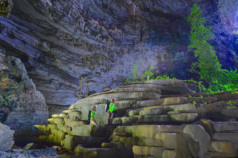 Thế giới kỳ bí trong hệ thống hang động Phong Nha - Kẻ Bàng - Ảnh 2.