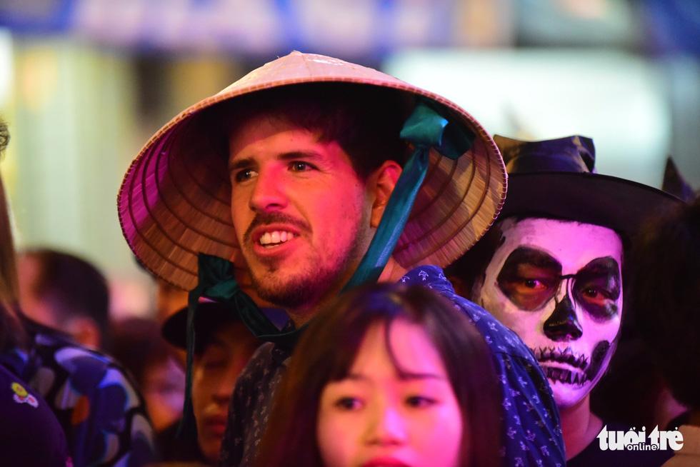 Người Việt cũng đổ xô đến phố Tây Bùi Viện chơi Halloween - Ảnh 5.