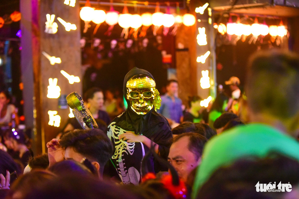 Người Việt cũng đổ xô đến phố Tây Bùi Viện chơi Halloween - Ảnh 12.