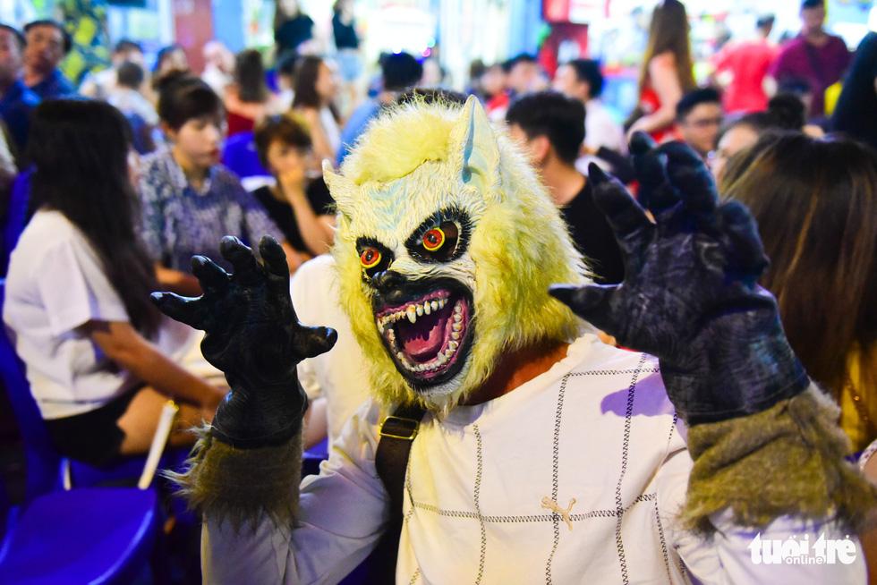 Người Việt cũng đổ xô đến phố Tây Bùi Viện chơi Halloween - Ảnh 14.