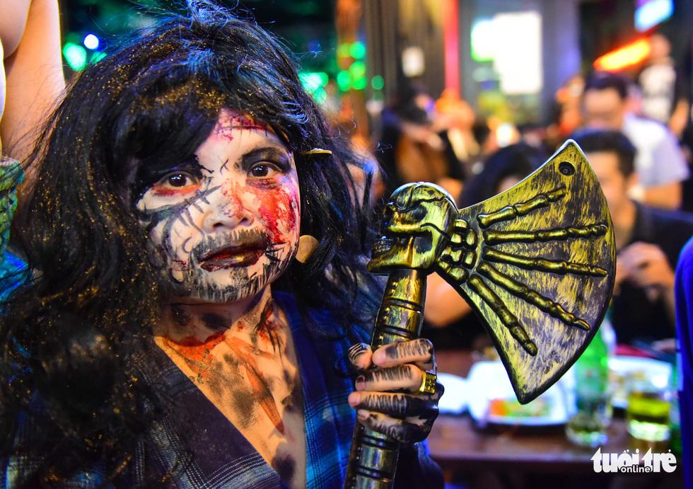 Người Việt cũng đổ xô đến phố Tây Bùi Viện chơi Halloween - Ảnh 15.