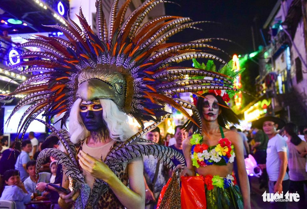 Người Việt cũng đổ xô đến phố Tây Bùi Viện chơi Halloween - Ảnh 16.