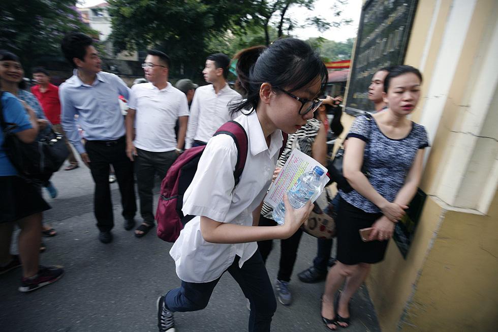 Hà Nội công bố đề thi lớp 10 tham khảo năm học 2019-2020 - Ảnh 1.
