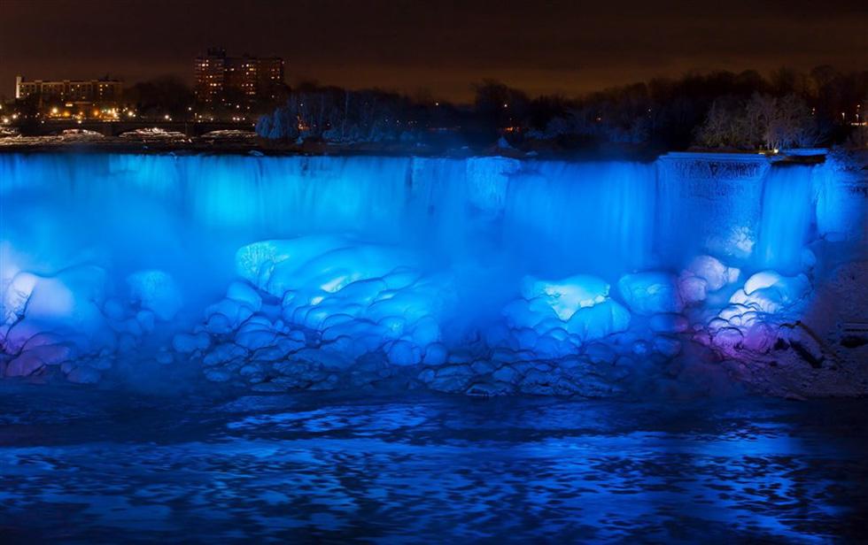 Du khách ngắm thác Niagara trong băng giá - Ảnh 12.
