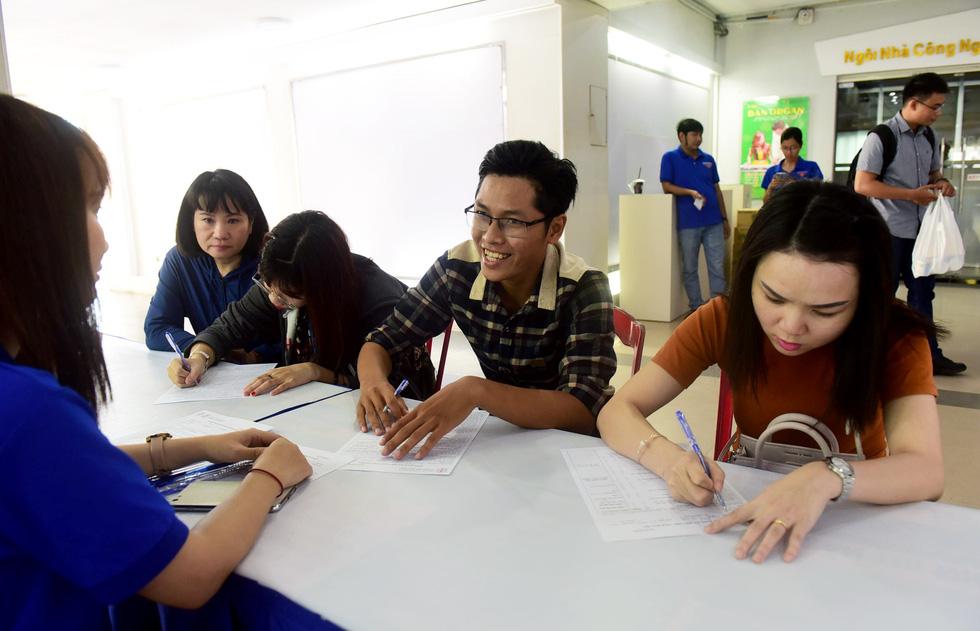 Bạn trẻ Sài Gòn rủ nhau hiến máu cứu người - Ảnh 2.