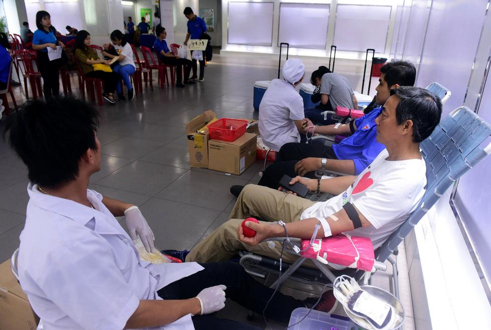Bạn trẻ Sài Gòn rủ nhau hiến máu cứu người - Ảnh 5.