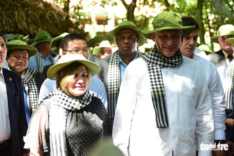 Chủ tịch Cuba cùng phu nhân tham quan địa đạo Củ Chi - Ảnh 4.