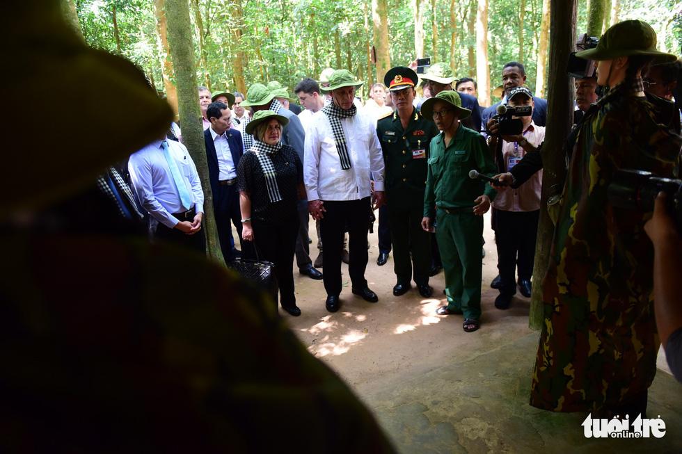 Chủ tịch Cuba cùng phu nhân tham quan địa đạo Củ Chi - Ảnh 5.