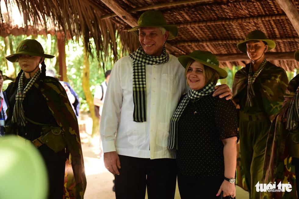 Chủ tịch Cuba cùng phu nhân tham quan địa đạo Củ Chi - Ảnh 6.