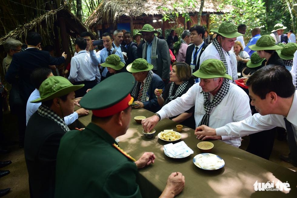 Chủ tịch Cuba cùng phu nhân tham quan địa đạo Củ Chi - Ảnh 11.