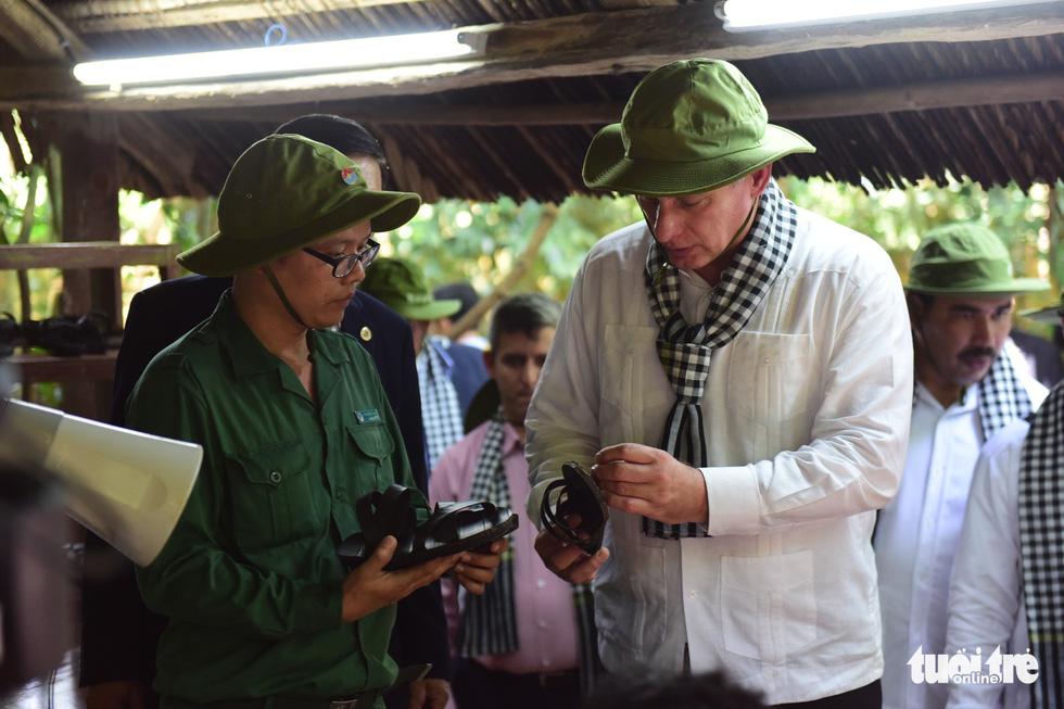 Chủ tịch Cuba cùng phu nhân tham quan địa đạo Củ Chi - Ảnh 13.