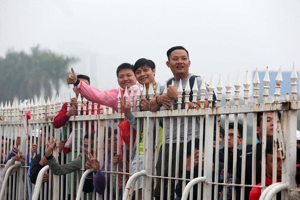 Chen chúc mua vé trực tiếp trận Việt Nam - Malaysia - Ảnh 5.