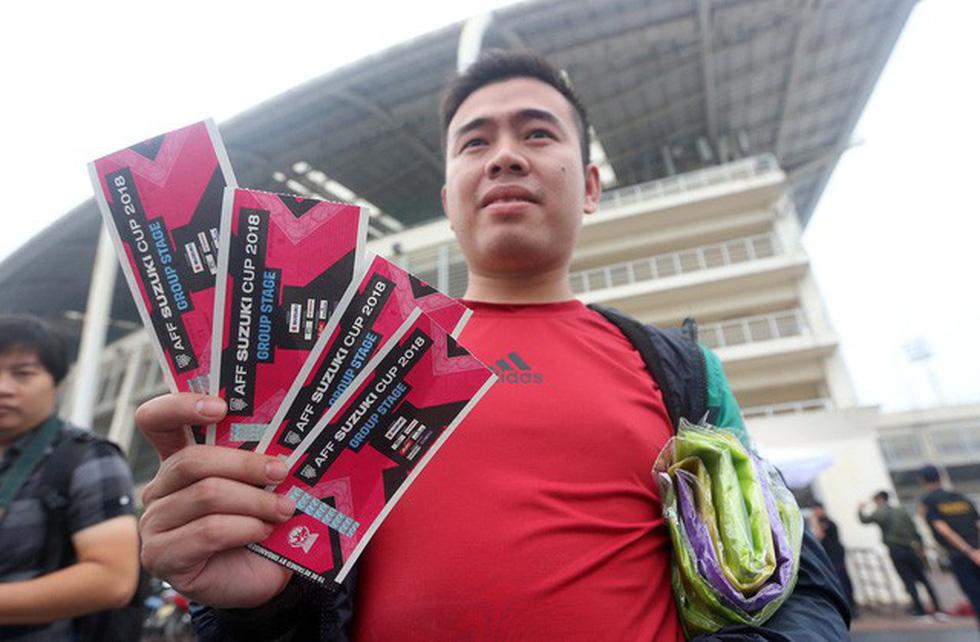 Chen chúc mua vé trực tiếp trận Việt Nam - Malaysia - Ảnh 6.