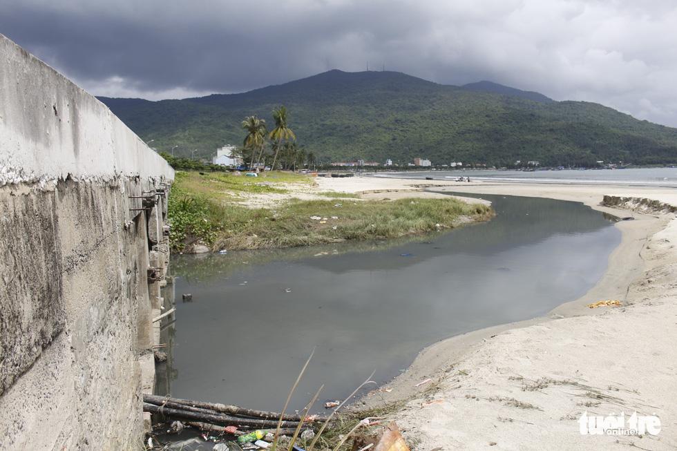 49 cửa xả - nỗi ám ảnh các bãi biển Đà Nẵng - Ảnh 5.
