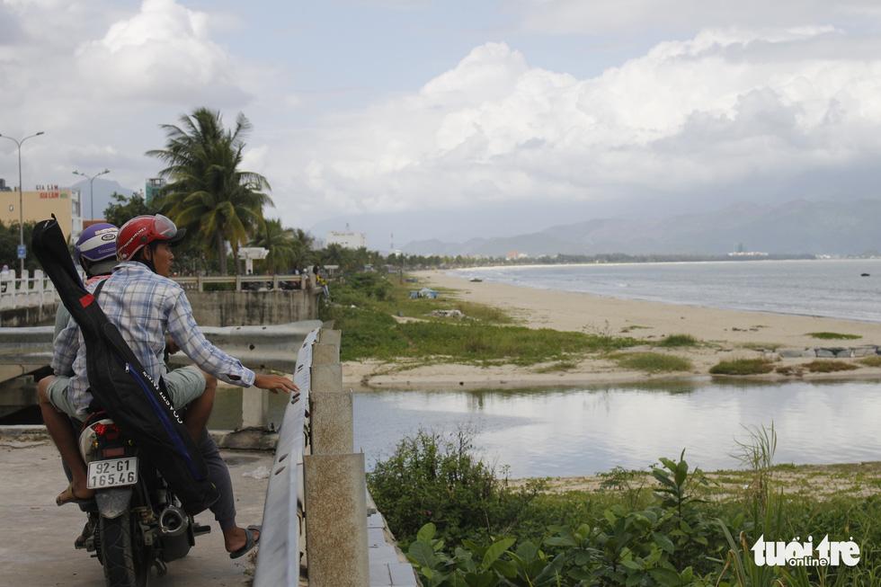 49 cửa xả - nỗi ám ảnh các bãi biển Đà Nẵng - Ảnh 12.