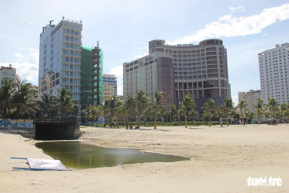 49 cửa xả - nỗi ám ảnh các bãi biển Đà Nẵng - Ảnh 13.