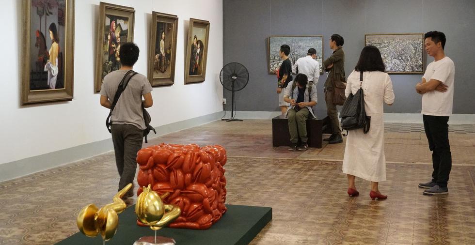 Có gì ở triển lãm tranh hiện thực đang thu hút khách tham quan Sài Gòn? - Ảnh 5.