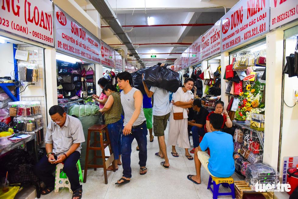 Chợ Bình Tây mở cửa trở lại sau 2 năm tu sửa - Ảnh 4.