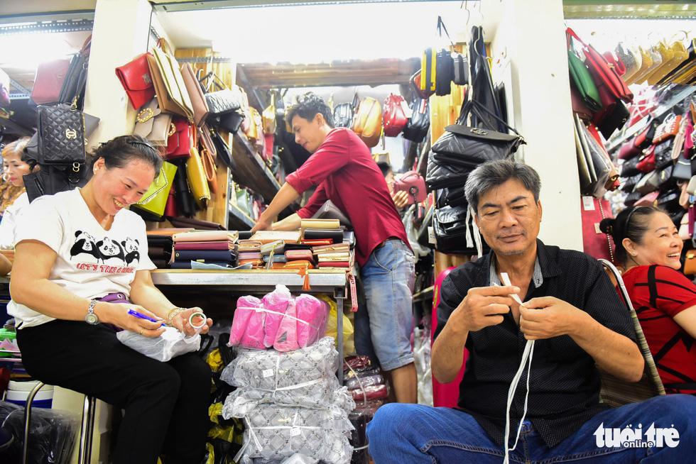 Chợ Bình Tây mở cửa trở lại sau 2 năm tu sửa - Ảnh 7.