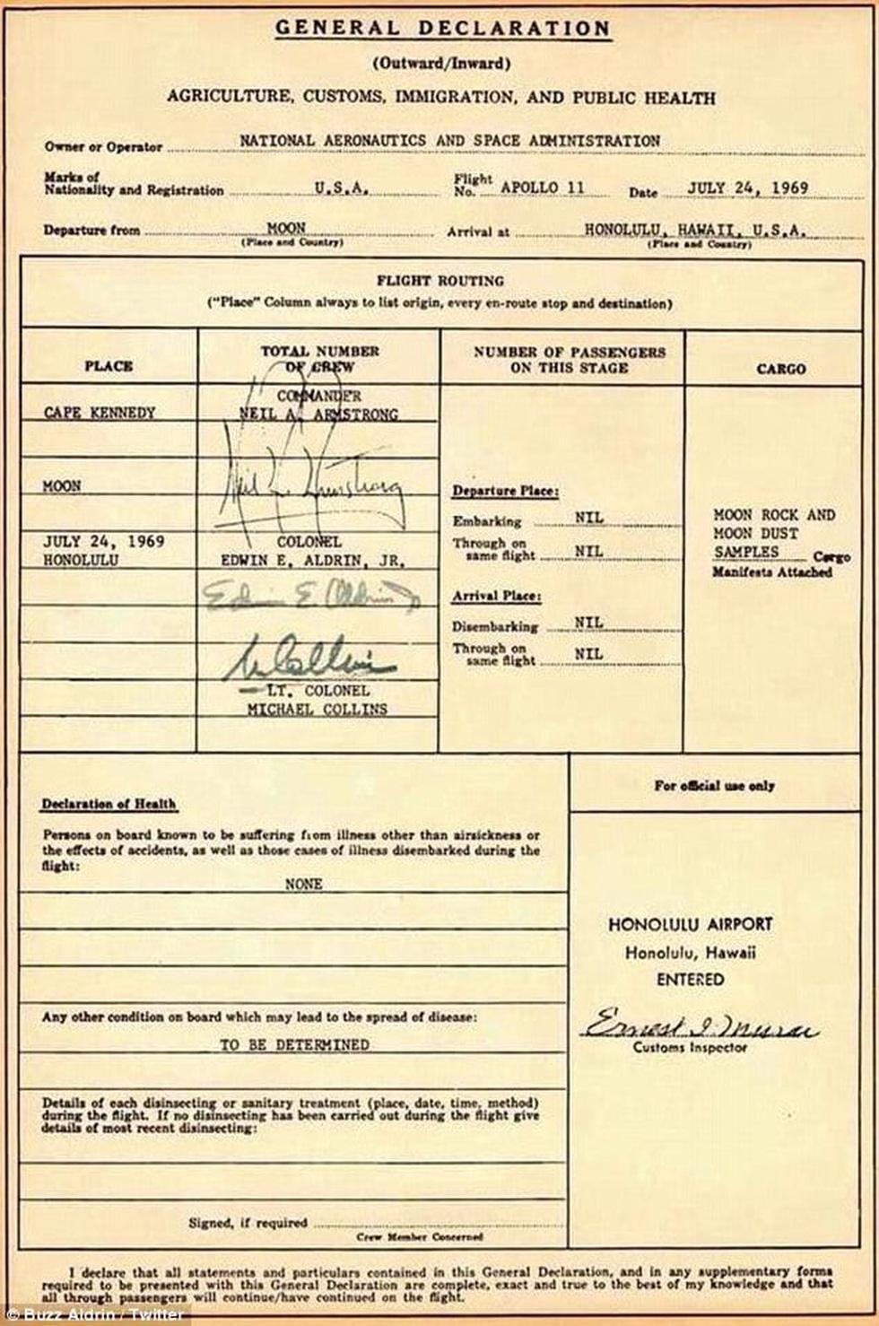 Neil Armstrong vứt phân trên mặt trăng và những chuyện chưa kể - Ảnh 3.