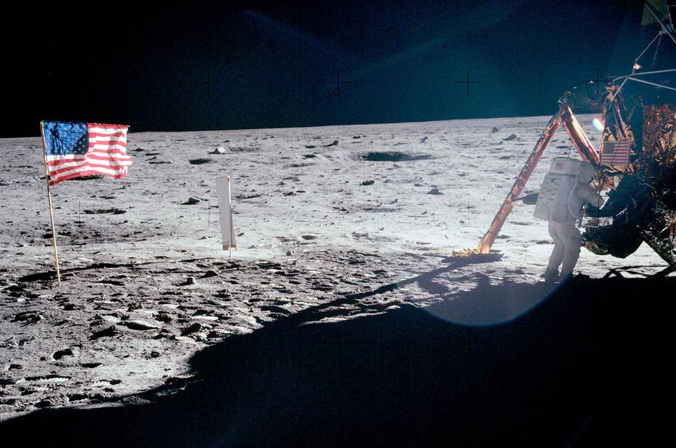 Neil Armstrong vứt phân trên mặt trăng và những chuyện chưa kể - Ảnh 6.
