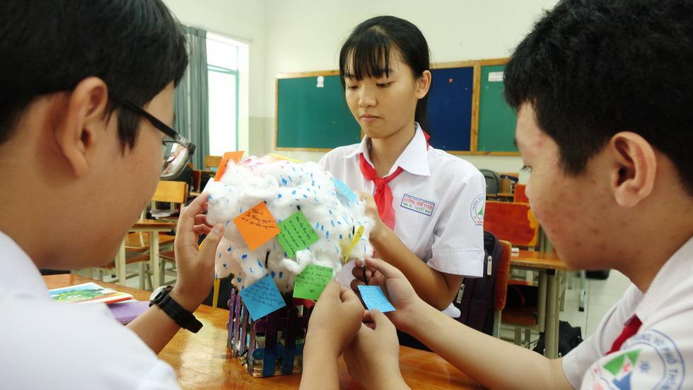Học trò chúc cô dễ thương như em, thầy xem được nhiều tập Doraemon - Ảnh 15.