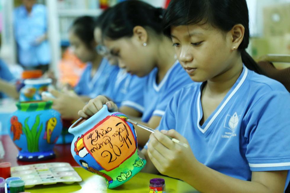 Học trò chúc cô dễ thương như em, thầy xem được nhiều tập Doraemon - Ảnh 4.