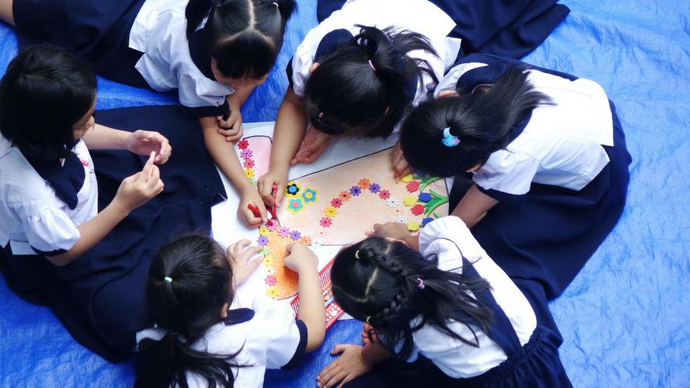 Học trò chúc cô dễ thương như em, thầy xem được nhiều tập Doraemon - Ảnh 14.