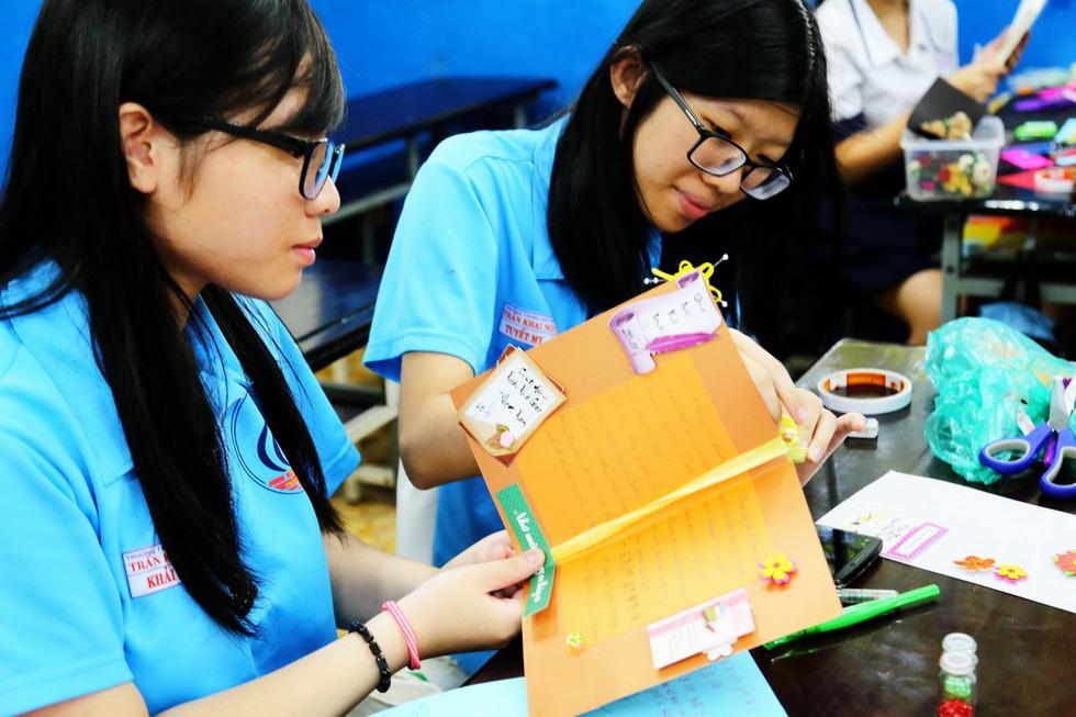Học trò chúc cô dễ thương như em, thầy xem được nhiều tập Doraemon - Ảnh 6.