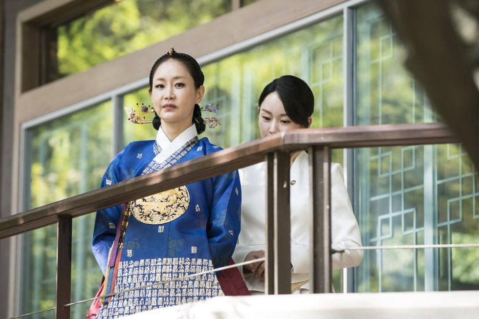 Jang Na Ra đẹp như gái 20 vào vai hoàng hậu - Ảnh 4.