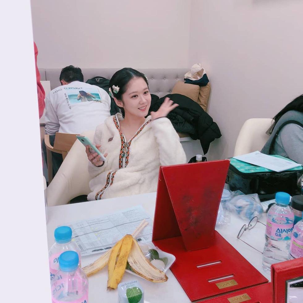 Jang Na Ra đẹp như gái 20 vào vai hoàng hậu - Ảnh 5.