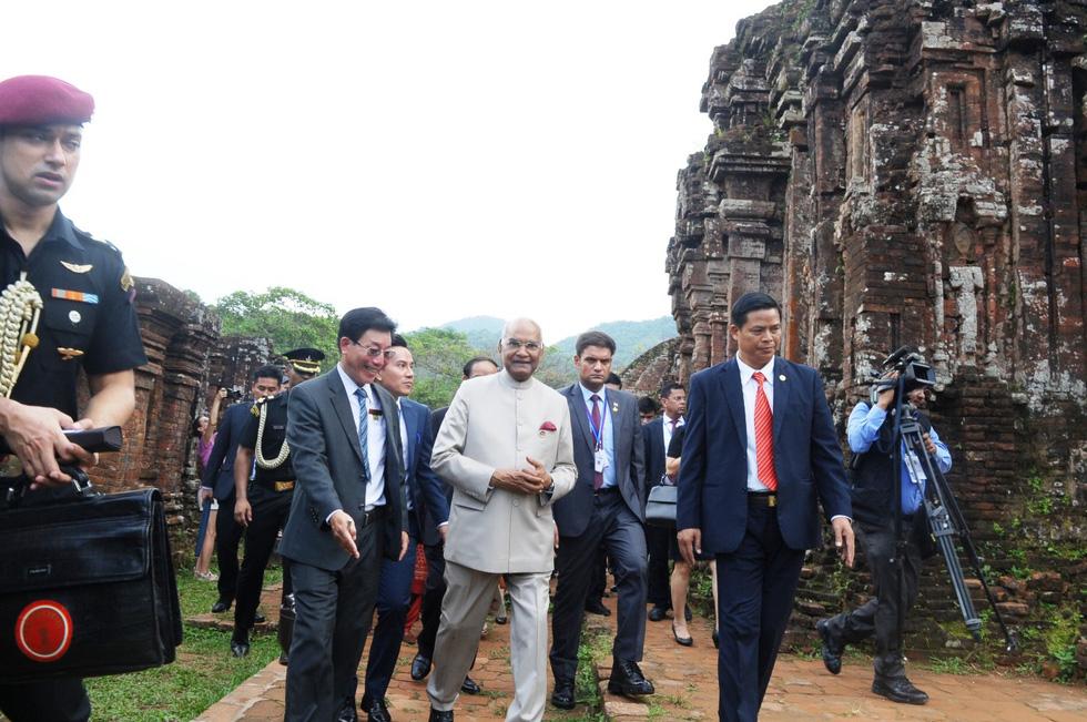Tổng thống Ấn Độ dạo bước ở Khu di tích Mỹ Sơn - Ảnh 1.