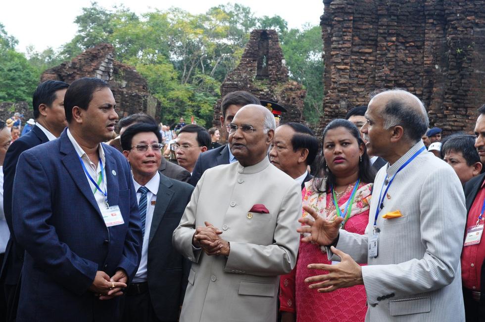 Tổng thống Ấn Độ dạo bước ở Khu di tích Mỹ Sơn - Ảnh 8.