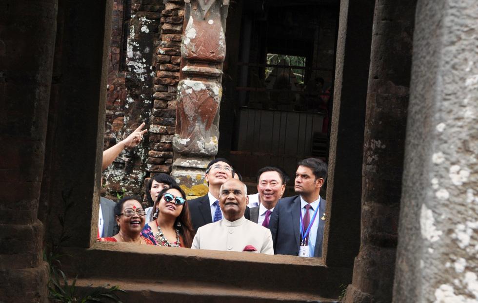 Tổng thống Ấn Độ dạo bước ở Khu di tích Mỹ Sơn - Ảnh 9.