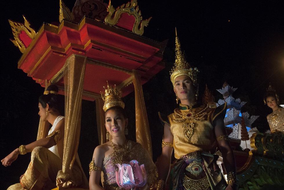 Loi Krathong - lễ hội cổ và lung linh nhất của Thái Lan - Ảnh 10.