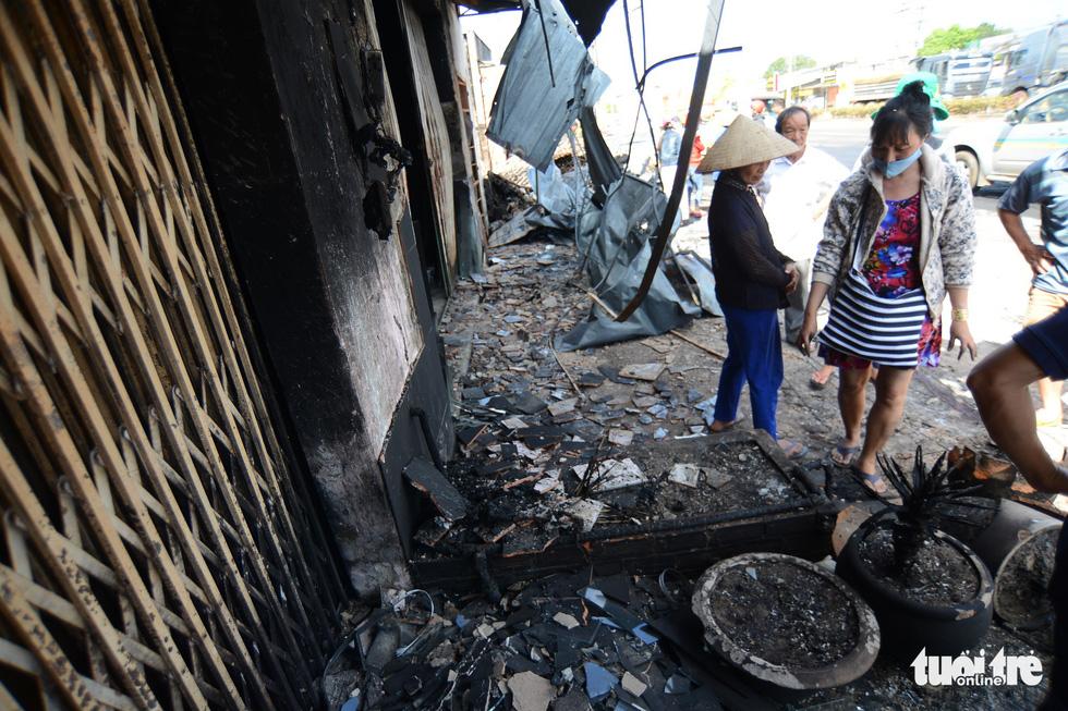 Cận cảnh hiện trường vụ cháy xe bồn chở xăng, 6 người chết - Ảnh 5.