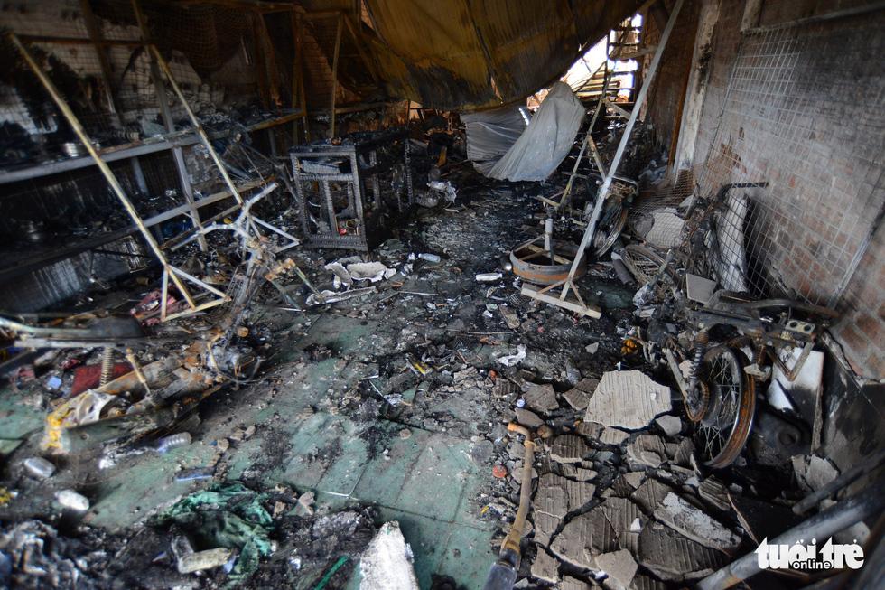 Cận cảnh hiện trường vụ cháy xe bồn chở xăng, 6 người chết - Ảnh 16.