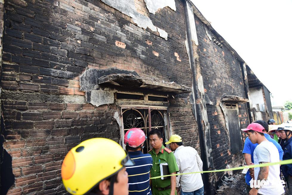 Cận cảnh hiện trường vụ cháy xe bồn chở xăng, 6 người chết - Ảnh 13.