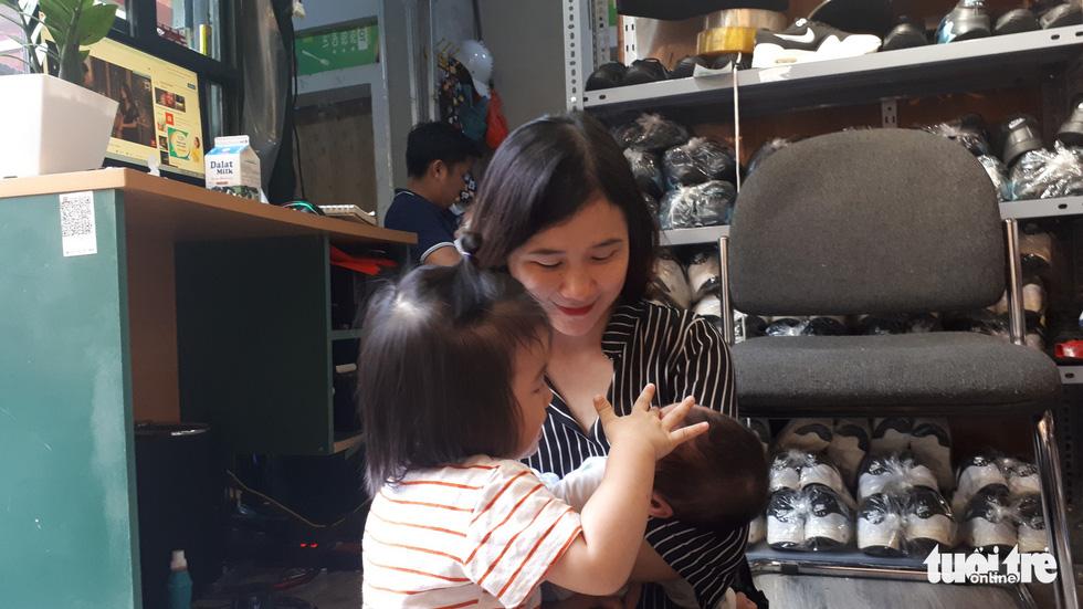 Cứu sống thai nhi: Mẹ sẻ đôi bầu sữa nuôi em bé bị bỏ rơi - Ảnh 3.