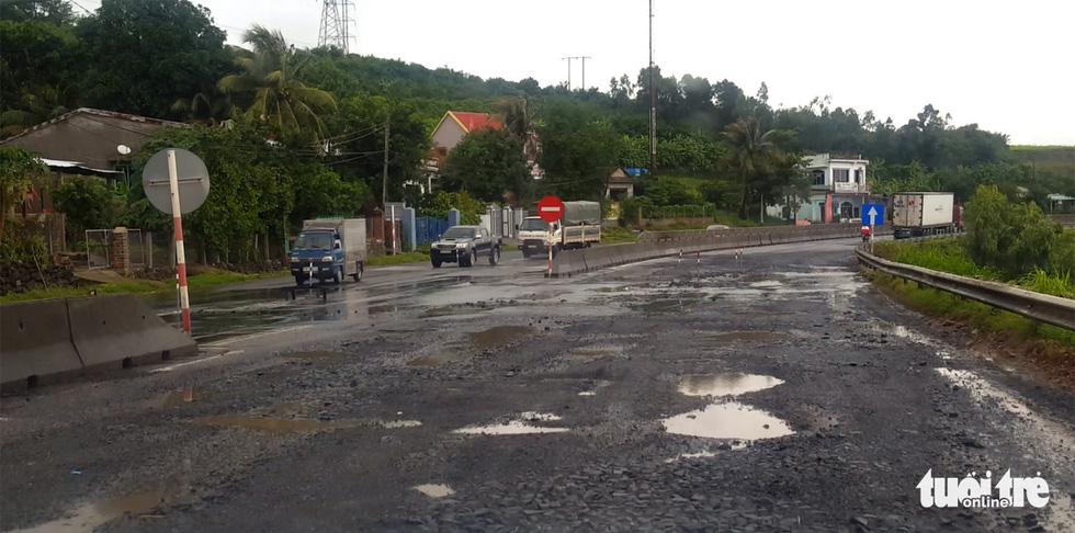 Quốc lộ 1 qua Phú Yên toàn ổ voi bẫy người đi đường - Ảnh 3.