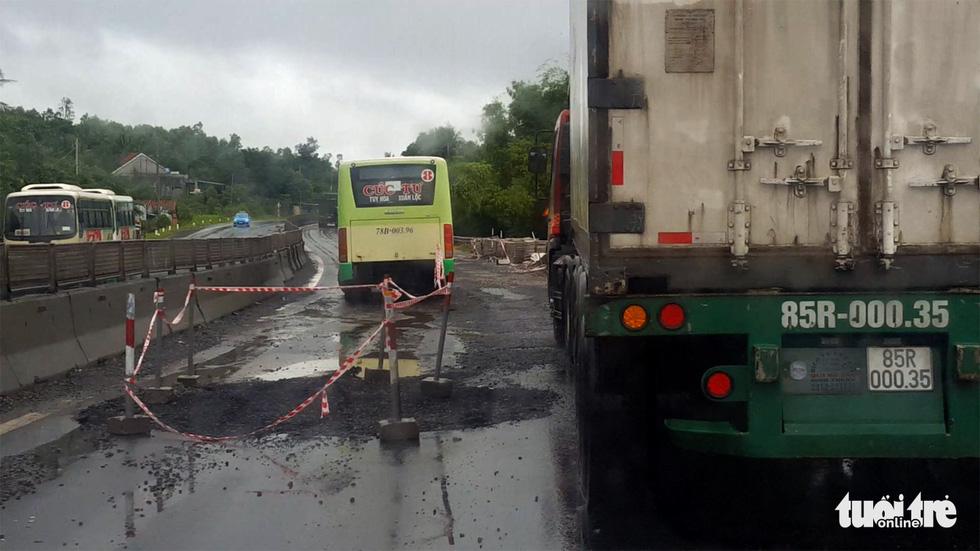 Quốc lộ 1 qua Phú Yên toàn ổ voi bẫy người đi đường - Ảnh 5.