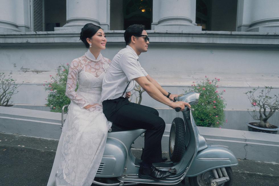 Võ Việt Chung và Nguyễn Cao Kỳ Duyên kể Ký ức Sài Gòn với áo dài xưa - Ảnh 2.