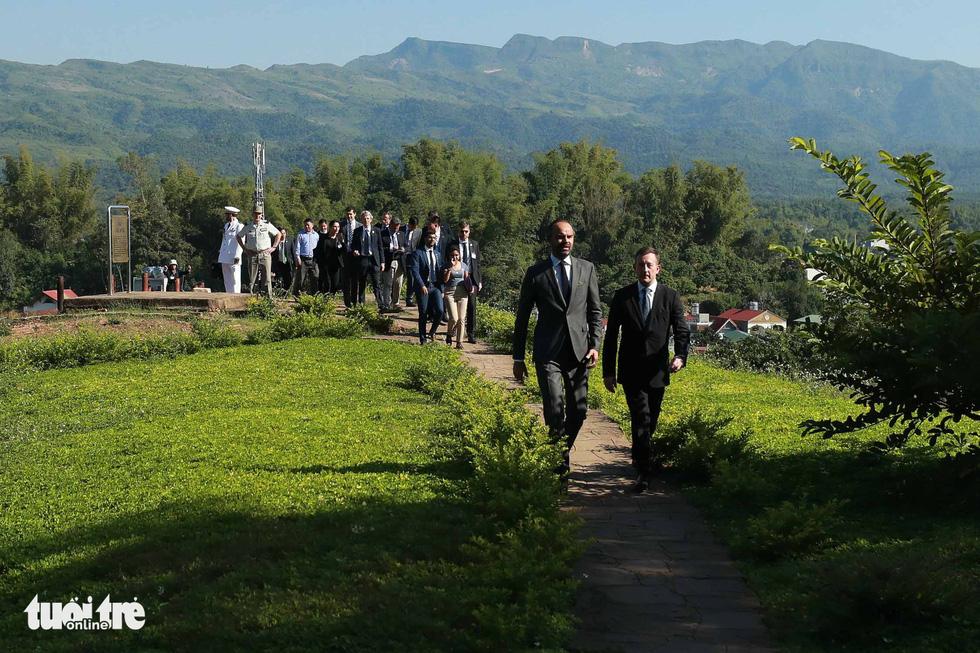 Thủ tướng Pháp thăm di tích Điện Biên Phủ - Ảnh 11.