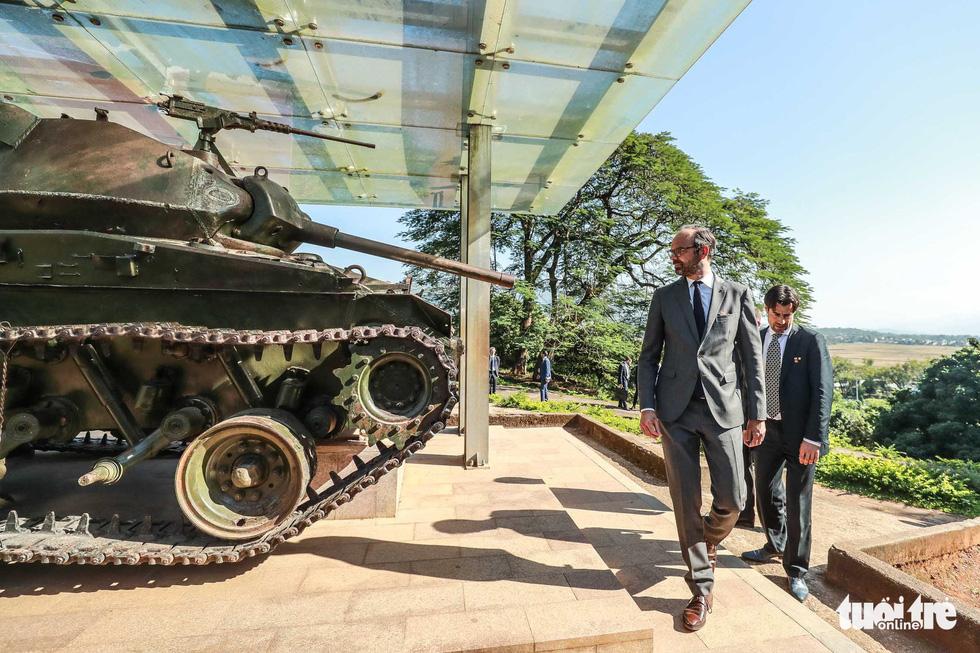 Thủ tướng Pháp thăm di tích Điện Biên Phủ - Ảnh 1.