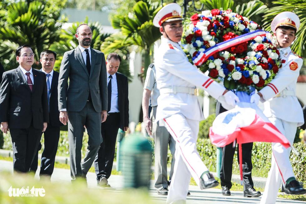 Thủ tướng Pháp thăm di tích Điện Biên Phủ - Ảnh 4.