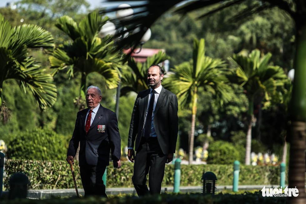 Thủ tướng Pháp thăm di tích Điện Biên Phủ - Ảnh 7.