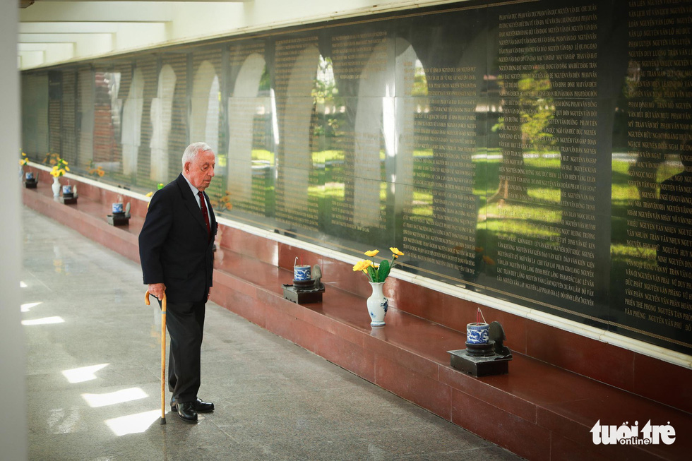 Thủ tướng Pháp thăm di tích Điện Biên Phủ - Ảnh 9.