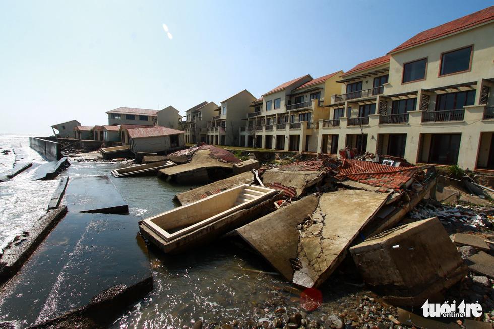 Bêtông đúc 3 tấn gia cố kè biển Cửa Đại trước mùa bão - Ảnh 7.