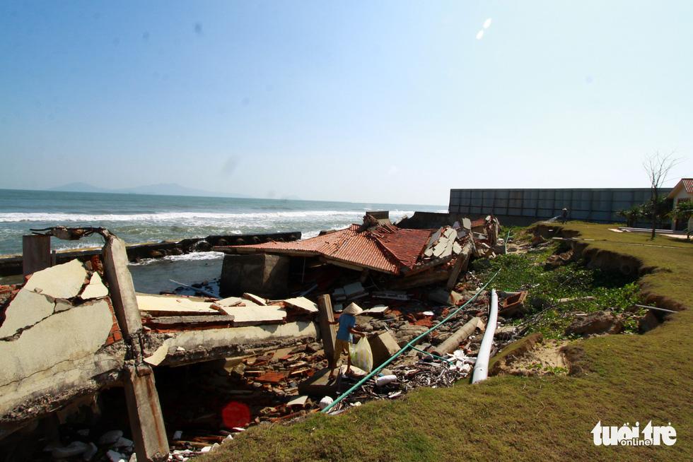 Bêtông đúc 3 tấn gia cố kè biển Cửa Đại trước mùa bão - Ảnh 8.